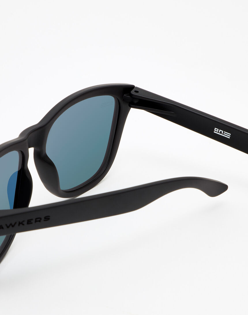 Hawkers Carbon Black Ruby One master image number 4.0