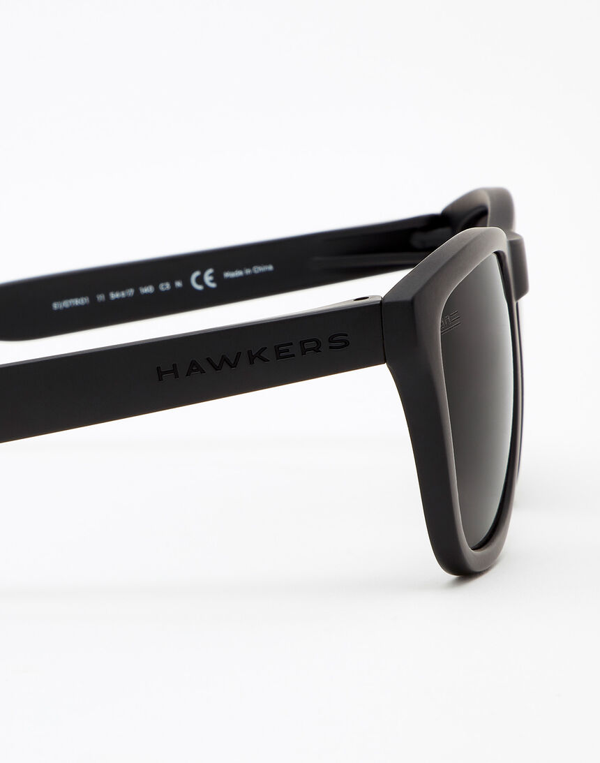 Hawkers Polarized Carbon Black Dark One master image number 5.0