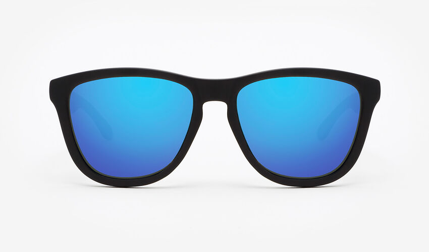 Hawkers Polarized Carbon Black Sky One master image number 1