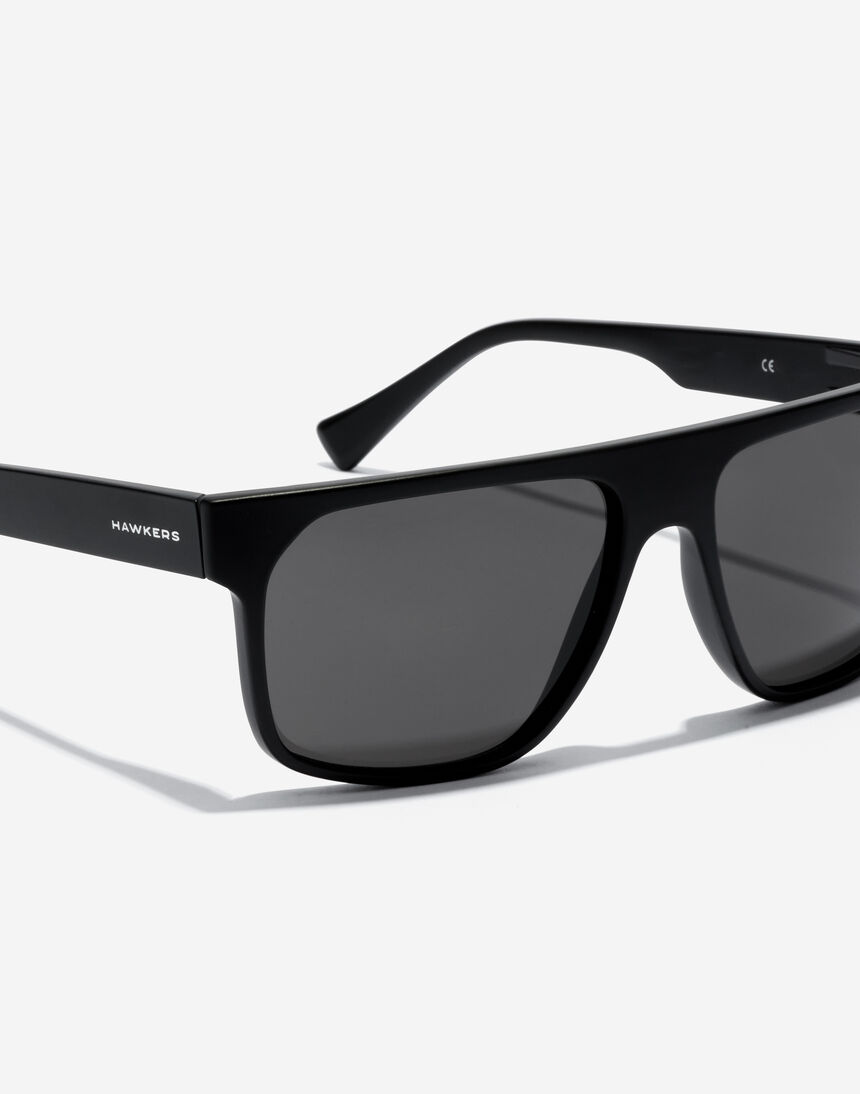 Hawkers CHEEDO - POLARIZED CARBON BLACK master image number 3.0