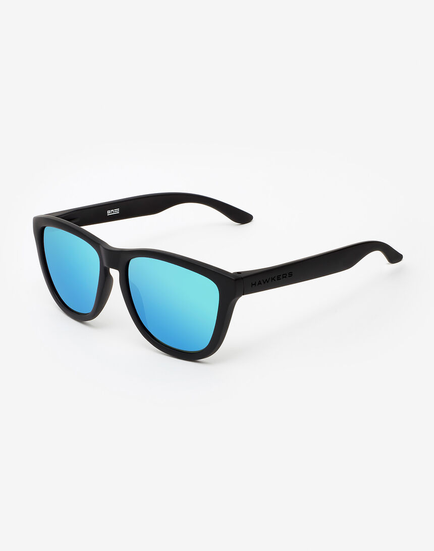 Hawkers Polarized Carbon Black Clear Blue One master image number 2.0