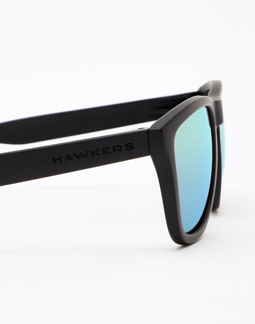 Hawkers Polarized Carbon Black Clear Blue One master image number 5.0