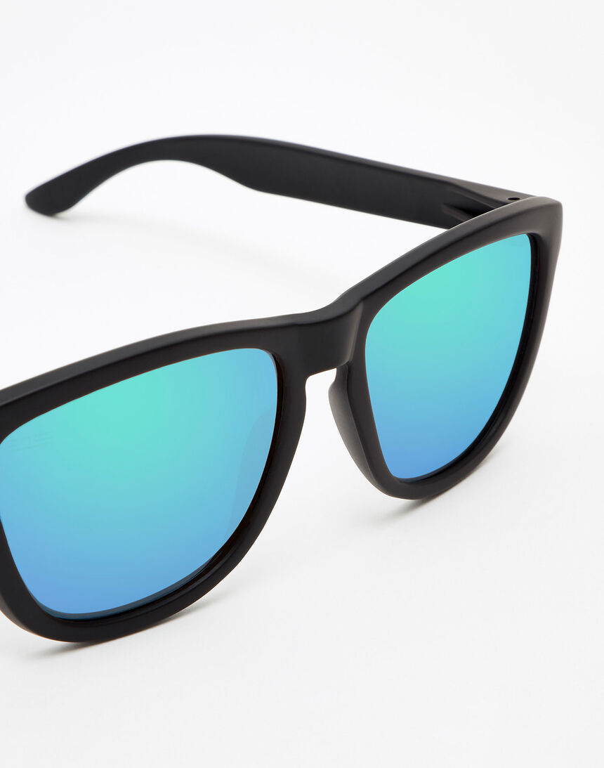 Hawkers Polarized Carbon Black Emerald One master image number 3.0