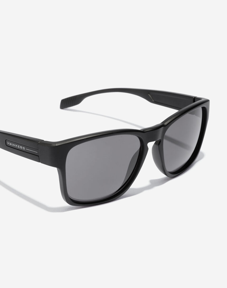 Hawkers CORE - POLARIZED BLACK master image number 3.0