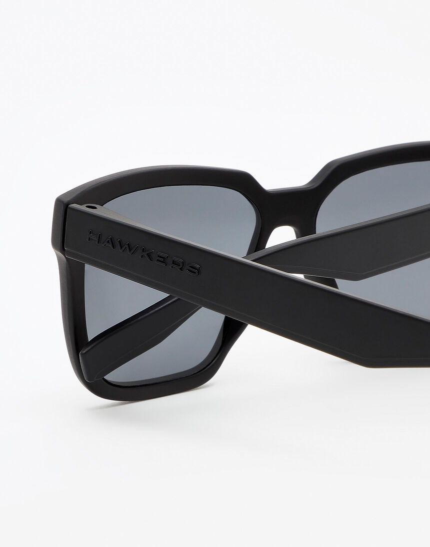 Hawkers Polarized Carbon Black Dark Motion master image number 5.0
