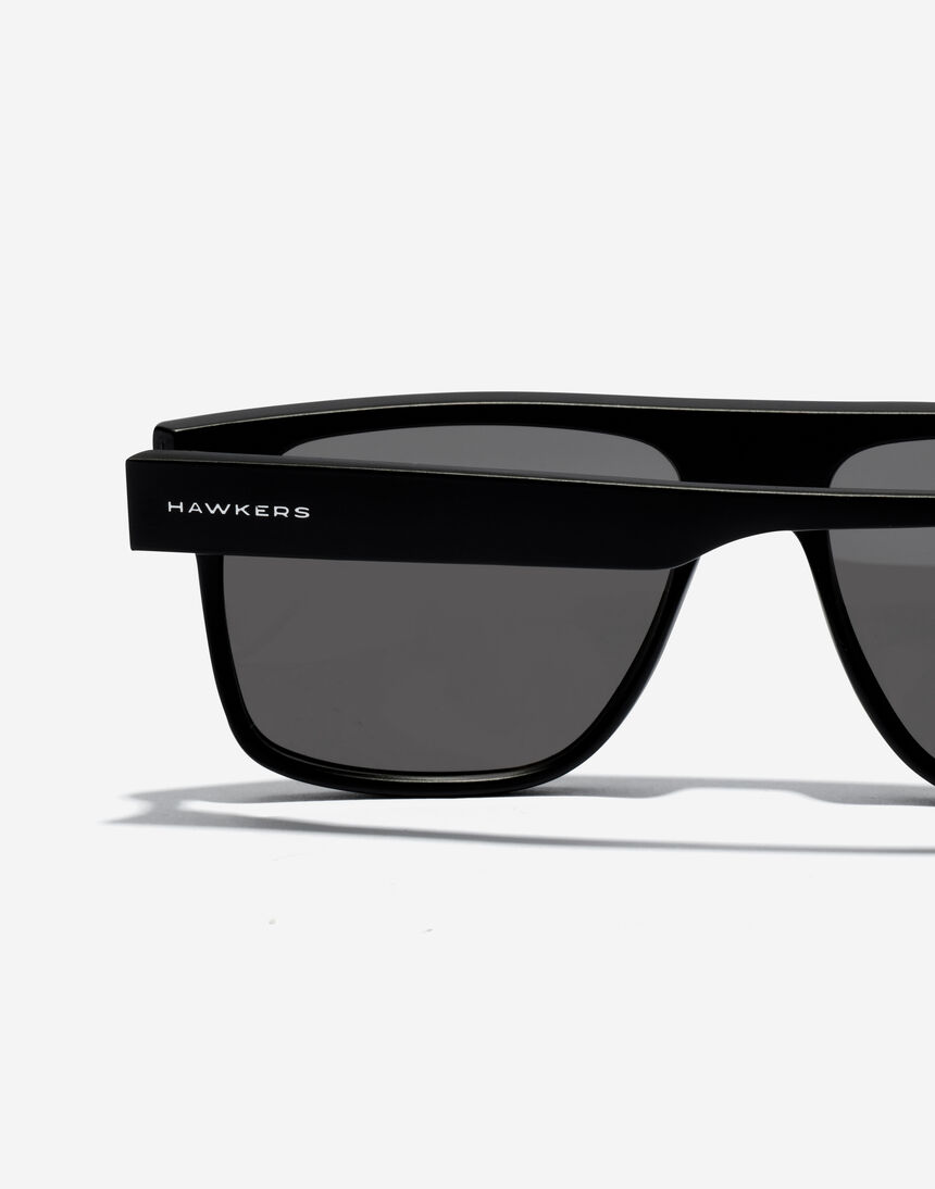 Hawkers CHEEDO - POLARIZED CARBON BLACK master image number 5.0