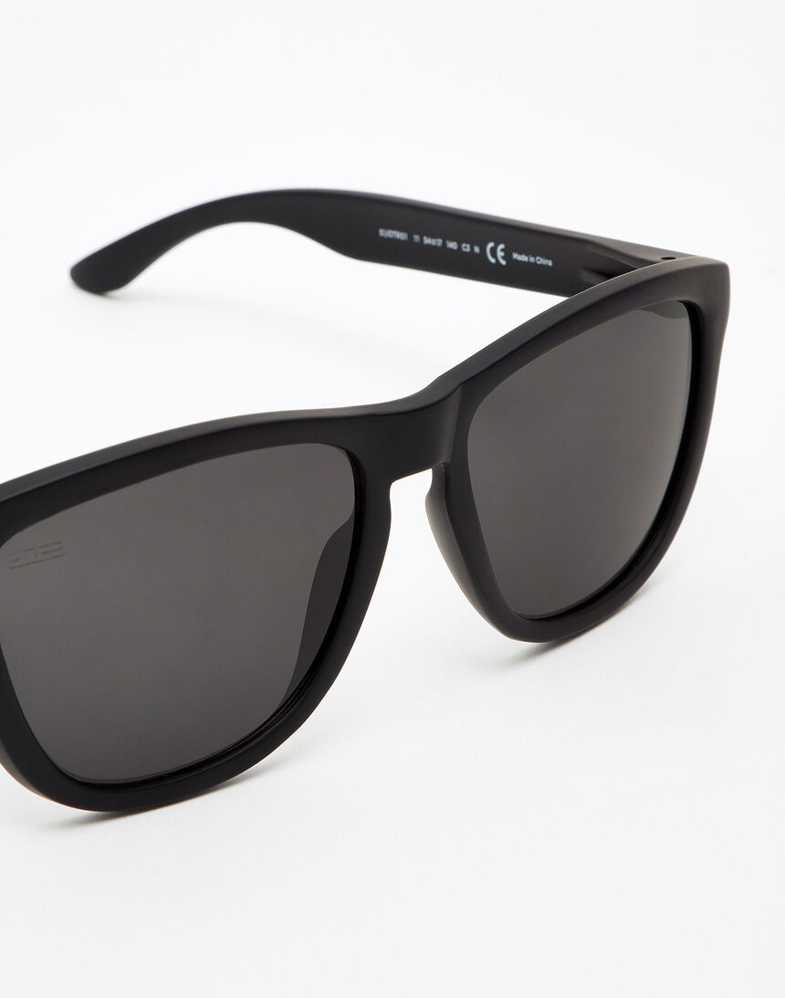 Hawkers Polarized Carbon Black Dark One master image number 3.0