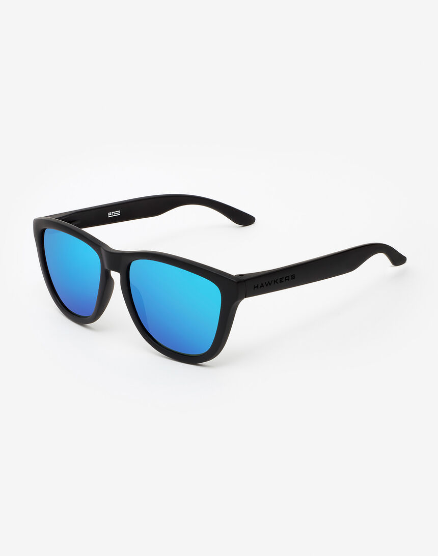Hawkers Polarized Carbon Black Sky One master image number 2.0