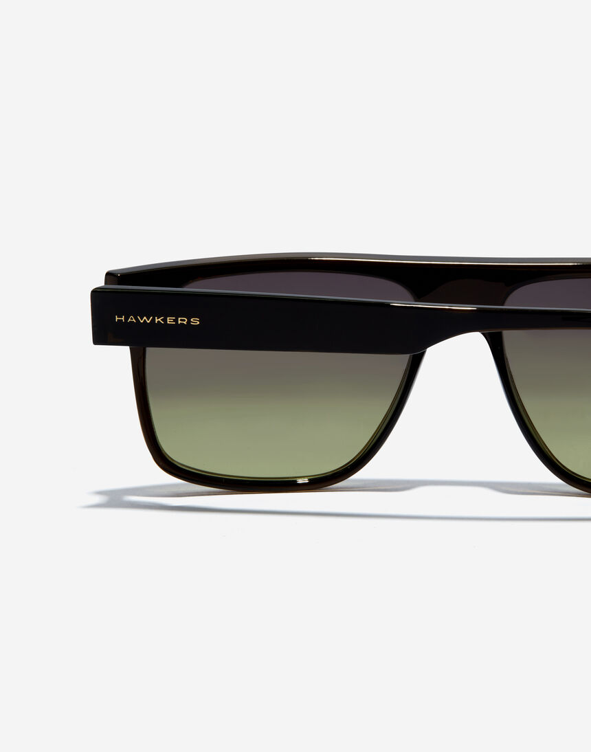 Hawkers CHEEDO - POLARIZED CRYSTAL BLACK MOSS master image number 5.0