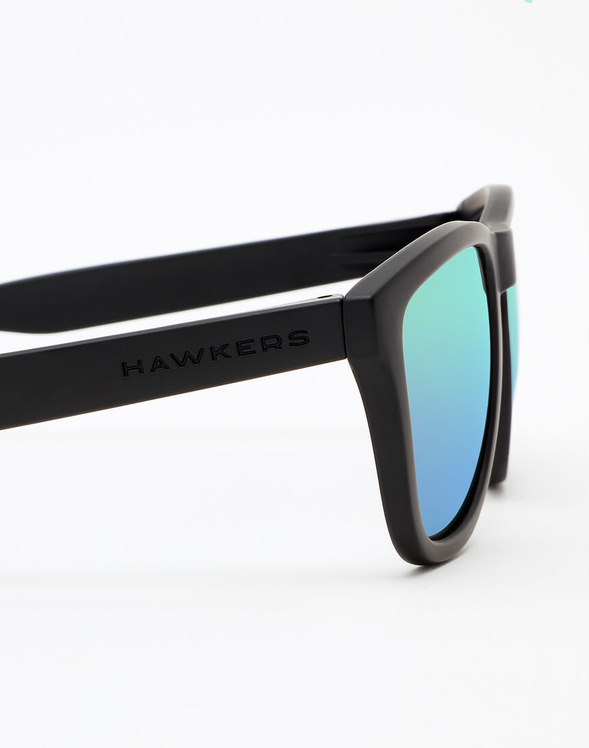 Hawkers Polarized Carbon Black Emerald One master image number 5.0