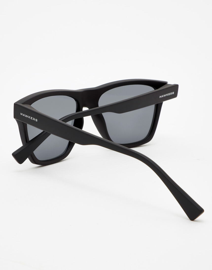 Hawkers Polarized Carbon Black Dark ONE LS master image number 3.0