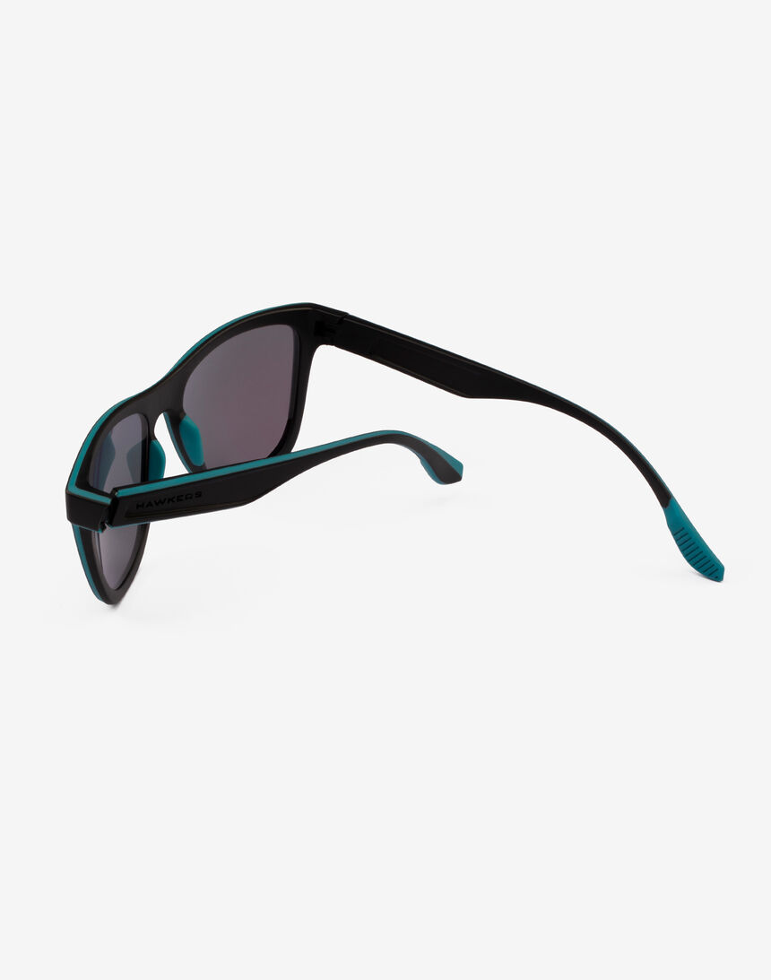 Hawkers Polarized Black Green Rubber Emerald ONE S master image number 4.0