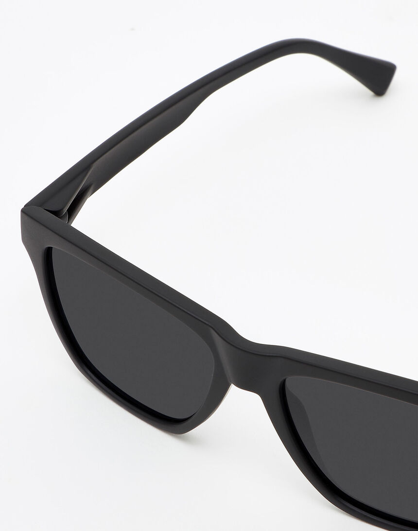 Hawkers Polarized Carbon Black Dark ONE LS master image number 4.0