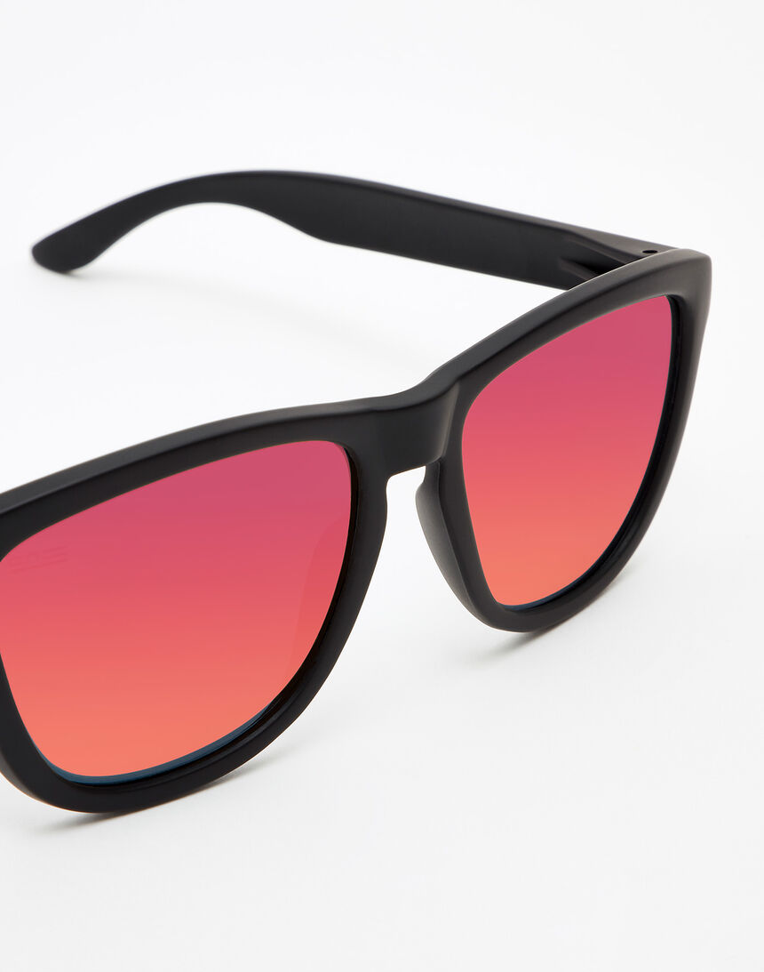 Hawkers Carbon Black Ruby One master image number 3.0