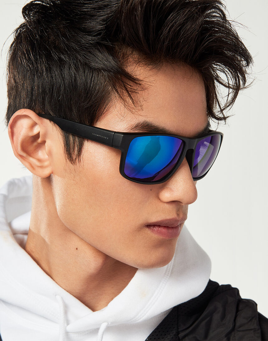Hawkers Polarized Black Emerald Faster master image number 7.0