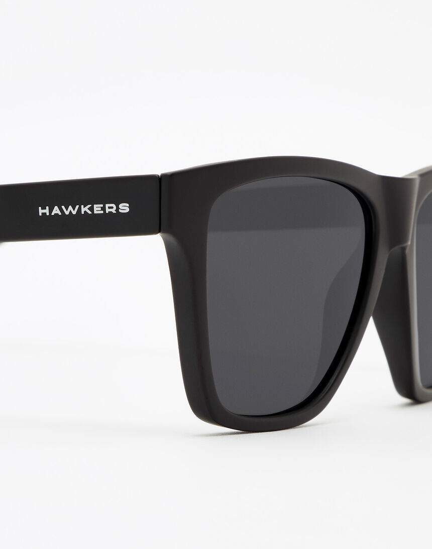 Hawkers Polarized Carbon Black Dark ONE LS master image number 5.0