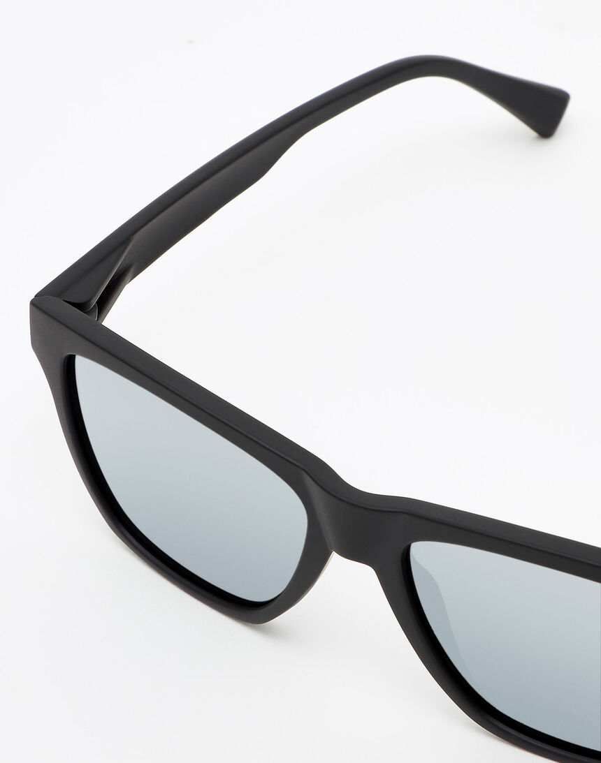 Hawkers Carbon Black Chrome ONE LS master image number 3.0
