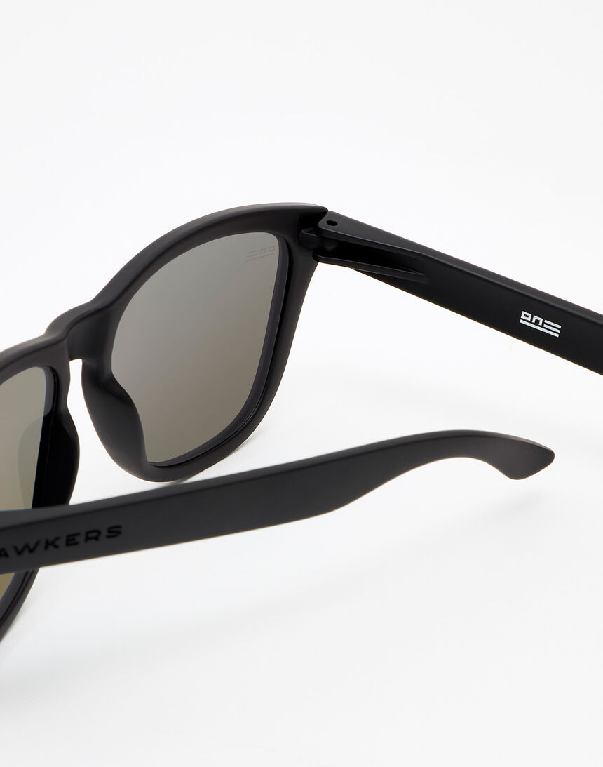 Hawkers Polarized Carbon Black Clear Blue One master image number 4.0