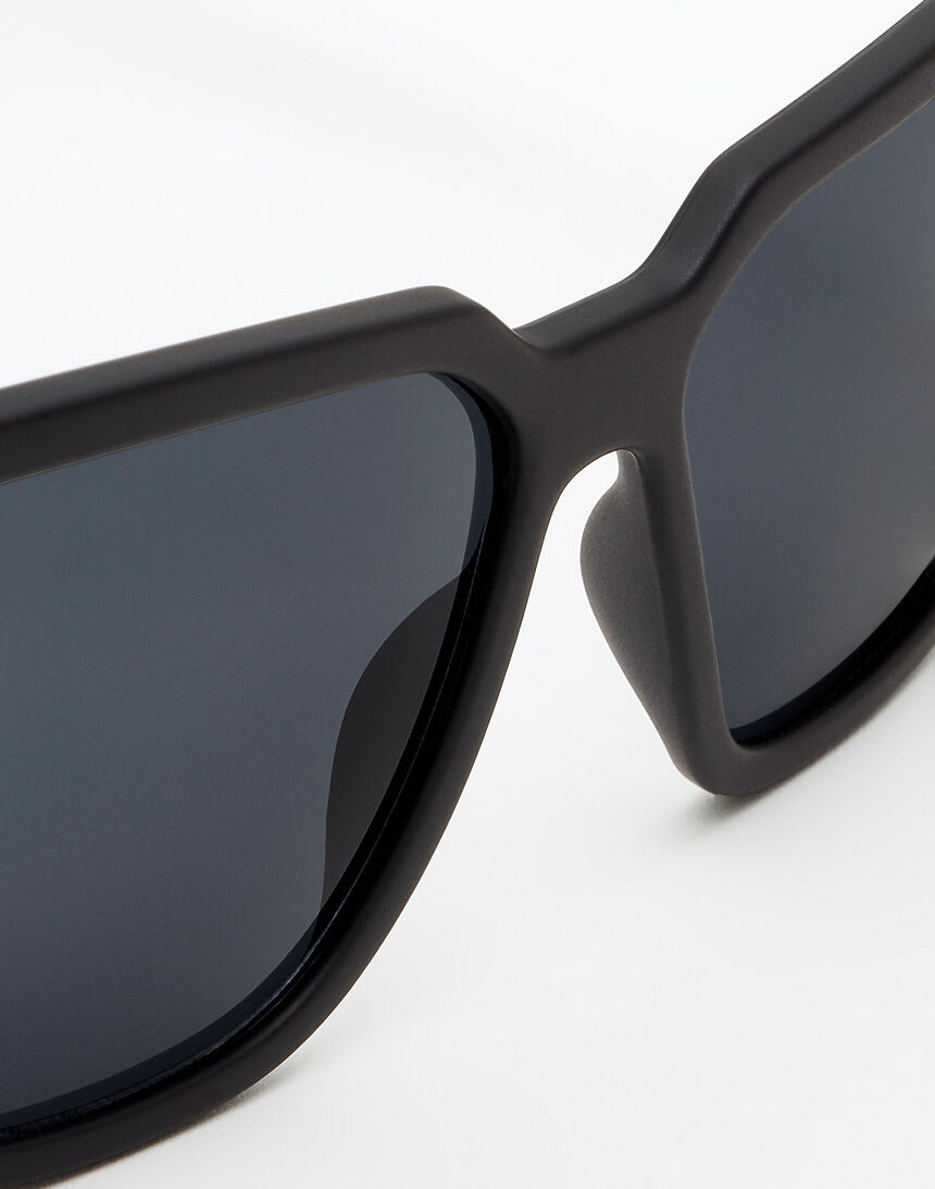 Hawkers Polarized Carbon Black Dark Motion master image number 4.0
