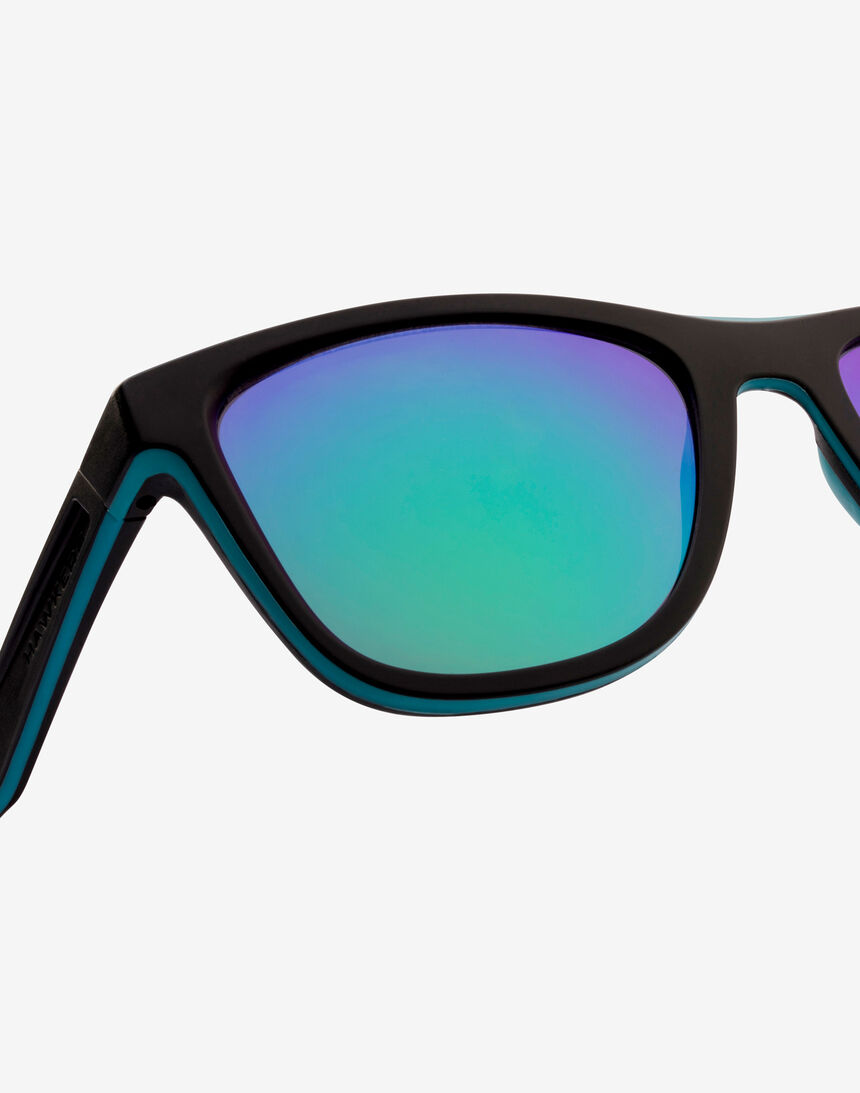 Hawkers Polarized Black Green Rubber Emerald ONE S master image number 6.0