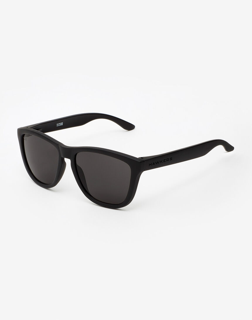 Hawkers Polarized Carbon Black Dark One master image number 2.0