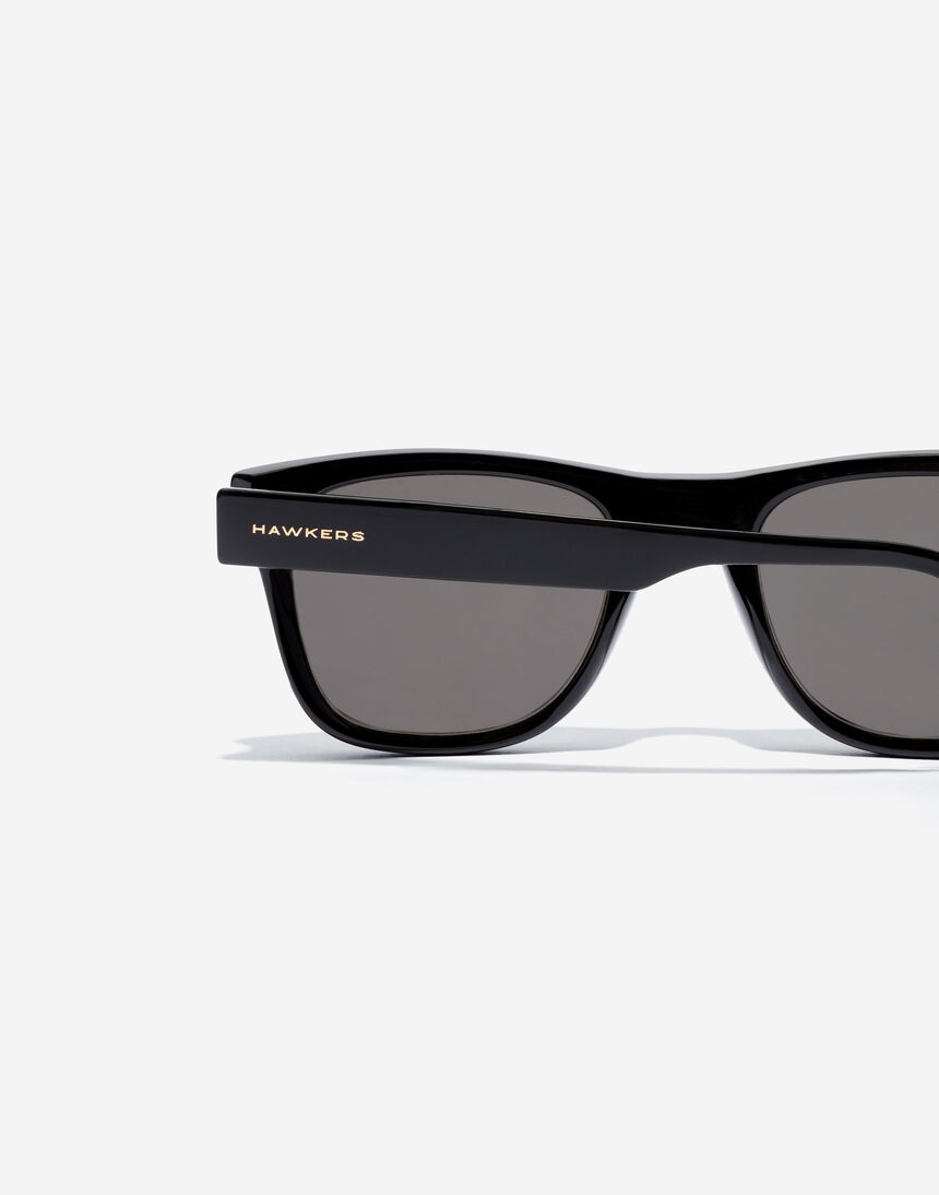 Hawkers TOX - POLARIZED BLACK master image number 4.0