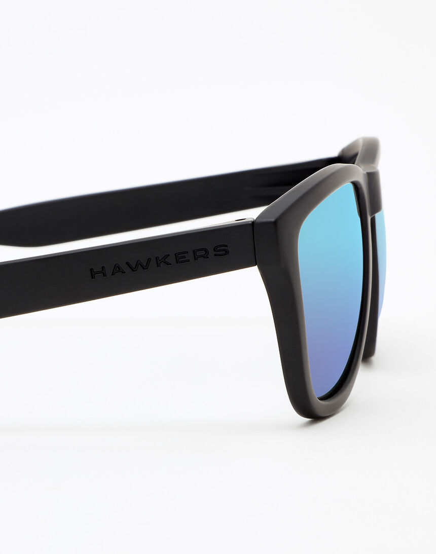 Hawkers Polarized Carbon Black Sky One master image number 5.0