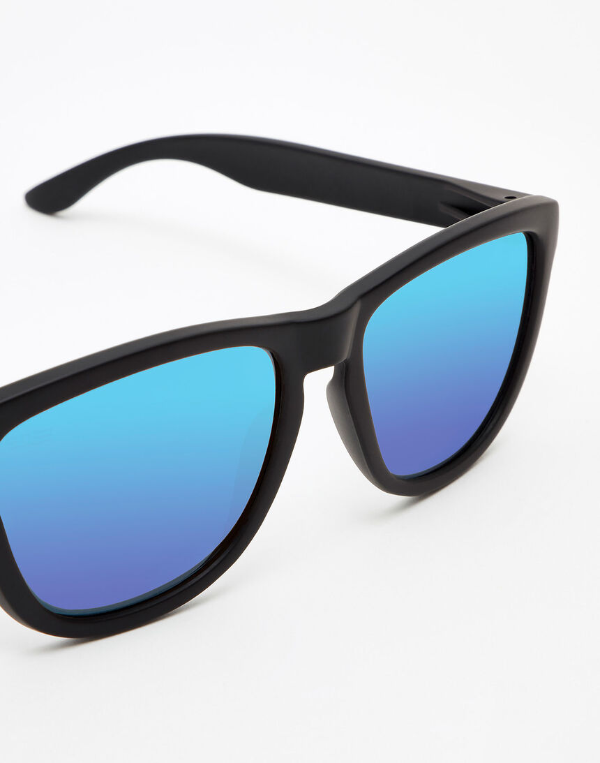 Hawkers Polarized Carbon Black Sky One master image number 3.0