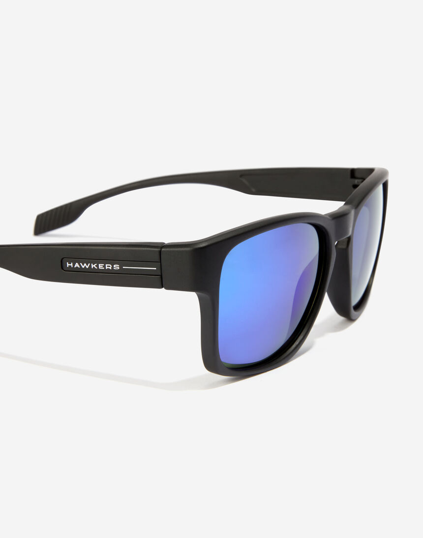 Hawkers CORE - POLARIZED EMERALD master image number 4.0
