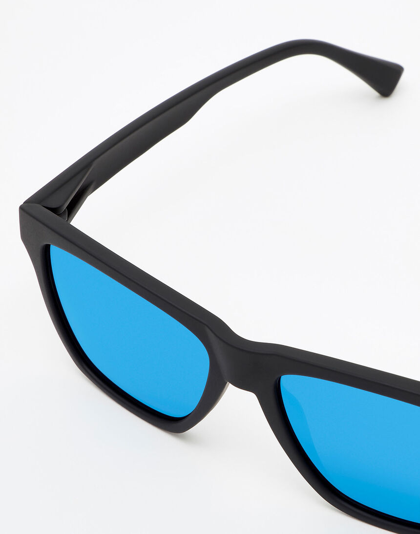 Hawkers Polarized Rubber Black Sky ONE LS master image number 3.0