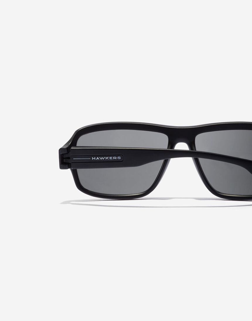 Hawkers F18 - POLARIZED BLACK master image number 4.0