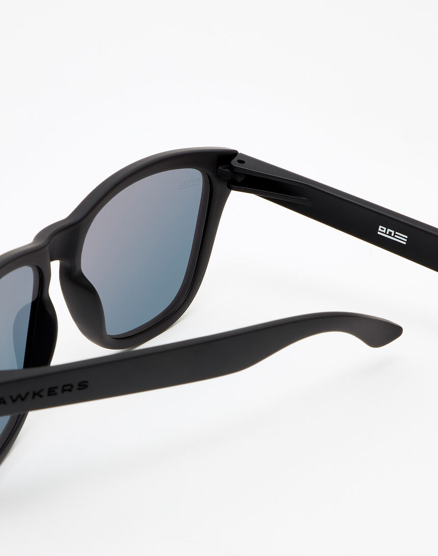 Hawkers Carbon Black Daylight One master image number 4.0