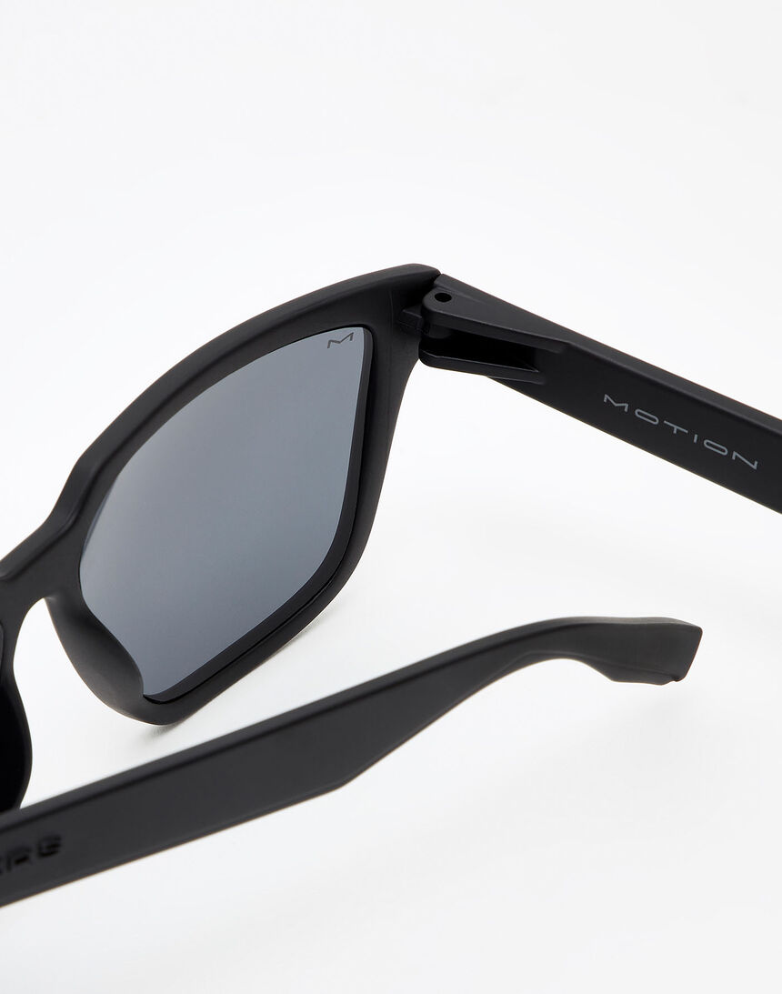 Hawkers Polarized Carbon Black Dark Motion master image number 3.0
