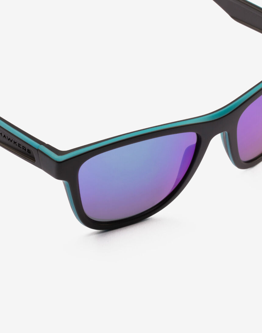 Hawkers Polarized Black Green Rubber Emerald ONE S master image number 5.0