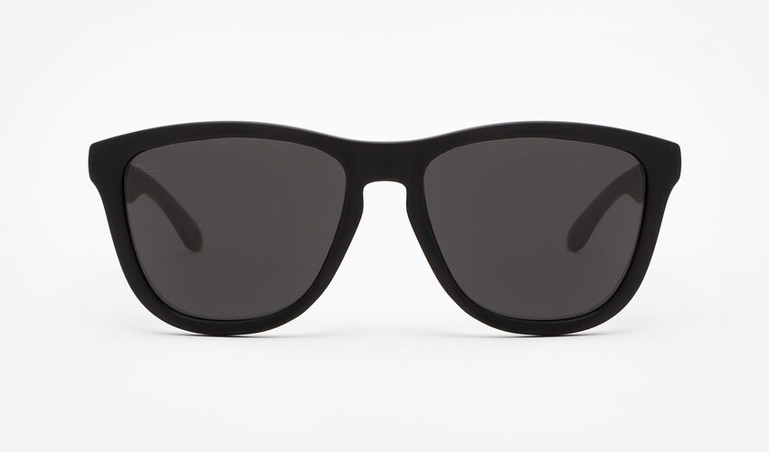 Hawkers Polarized Carbon Black Dark One master image number 1