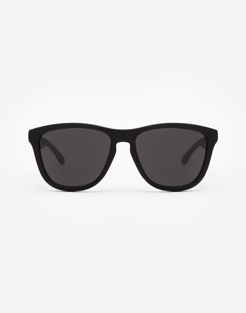 Hawkers Polarized Carbon Black Dark One master image number 0